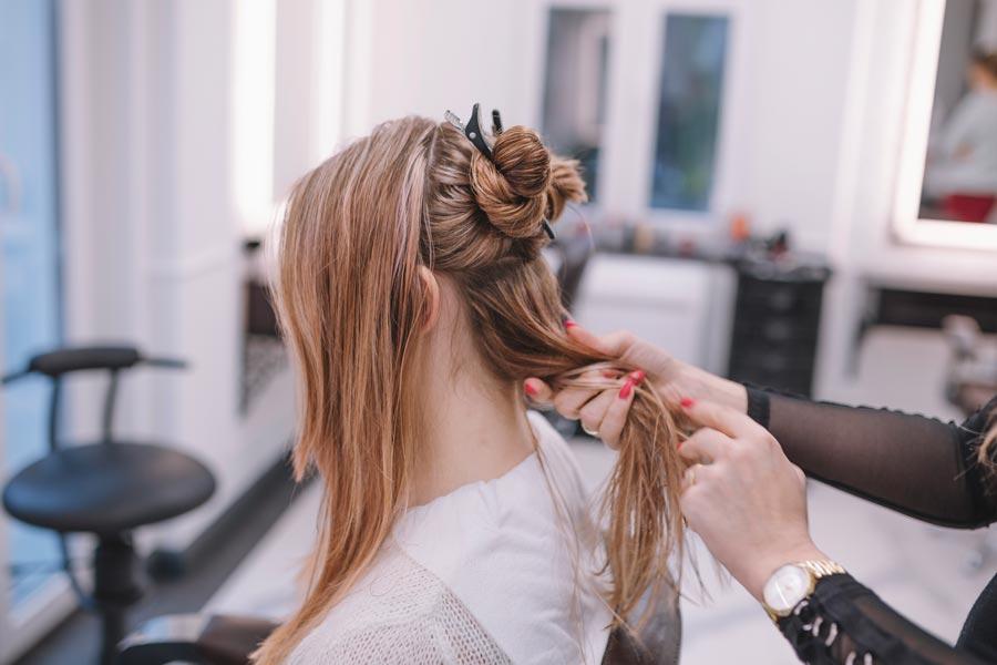 Haare schneiden beim Friseur in Landshut