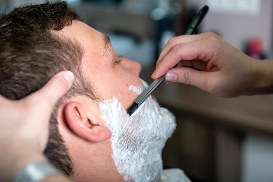 Haarschnitt und Rasur für Männer